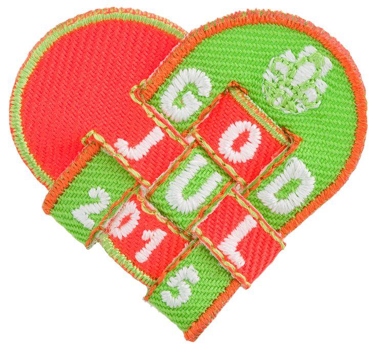 Årets julemerke er en flott julekurv som du må flette selv! Ferdig flettet måler merket kun omlag 4 cm. Leveres i to deler. Dette er en fin liten gave til speidere, ledere eller til seg selv!