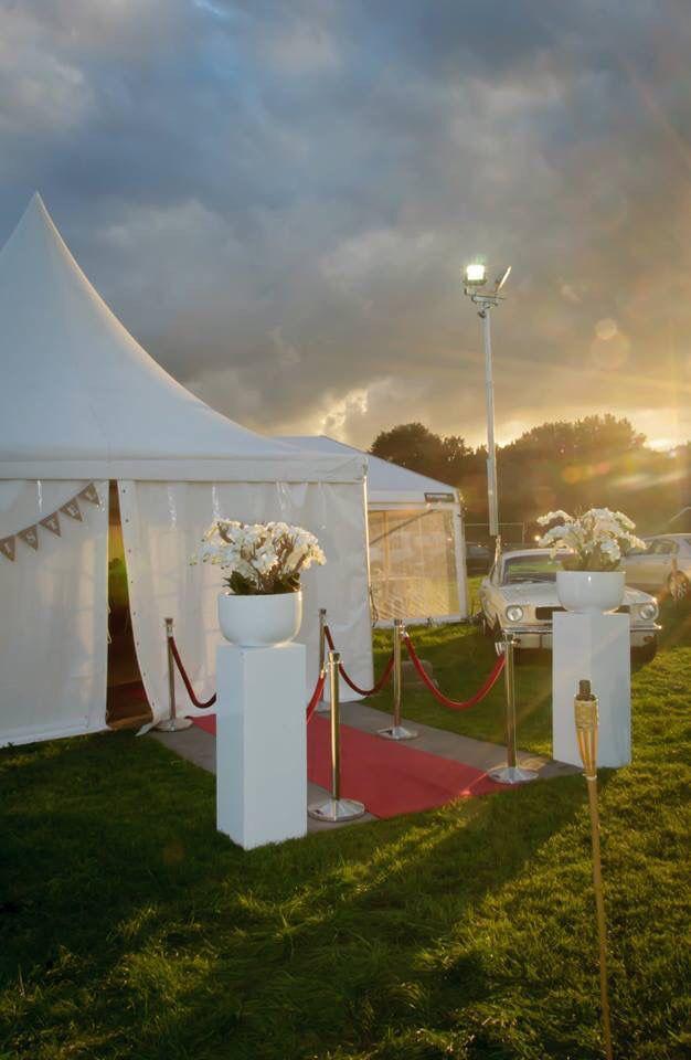 25 beste idee n over feesttent bruiloft op pinterest landelijke bruiloft decoraties - Entree decoratie ...