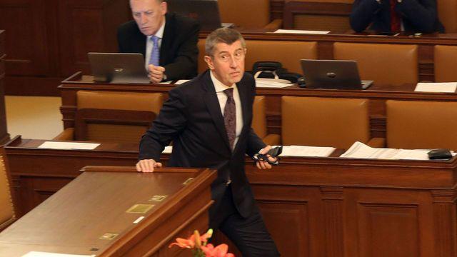 Ten, který Česko vidí jako mafiánskou zemi, už nemůže být premiérem. (Na snímku Andrej Babiš při pátečním jednání v parlamentu.)