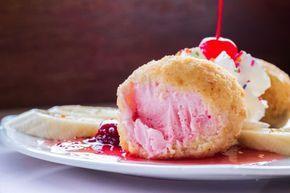 ***¿Cómo hacer Helado Frito?*** Aprende a preparar el tradicional helado frito chino en casa. ¡Es muy fácil, y te sorprenderá con su sabor y textura!....SIGUE LEYENDO EN.... https://comohacerpara.com/helado-frito-receta-18505c.html