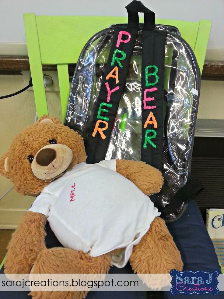 Motivating Younger Students to Pray with the help of Prayer Bear. Includes free printables to start your own prayer bear for your class.