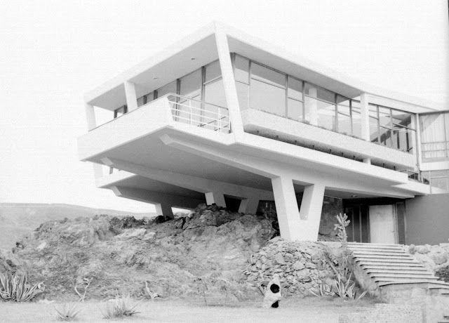 CASA LERCARI Walter Weberhofer, arquitecto. Santa Maria del Mar, 1957. Lima, Perú.