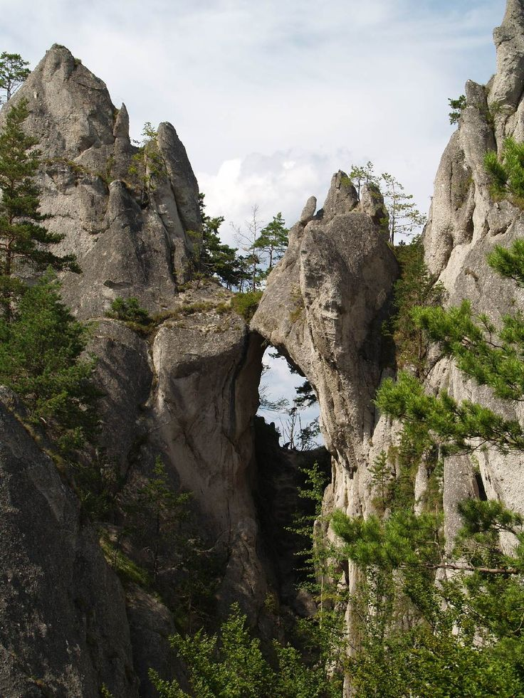 Skalní útvary středního Pováží: V krajině bílých skal | Příroda