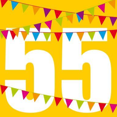 Knallige Einladungskarte zum Geburtstag in Gelb mit großer Zahl 55 und bunten Fähnchen #einladunggeburtstag.de