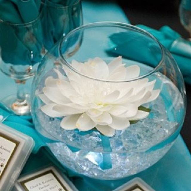 Love this centerpiece!! And the teal table cloth.