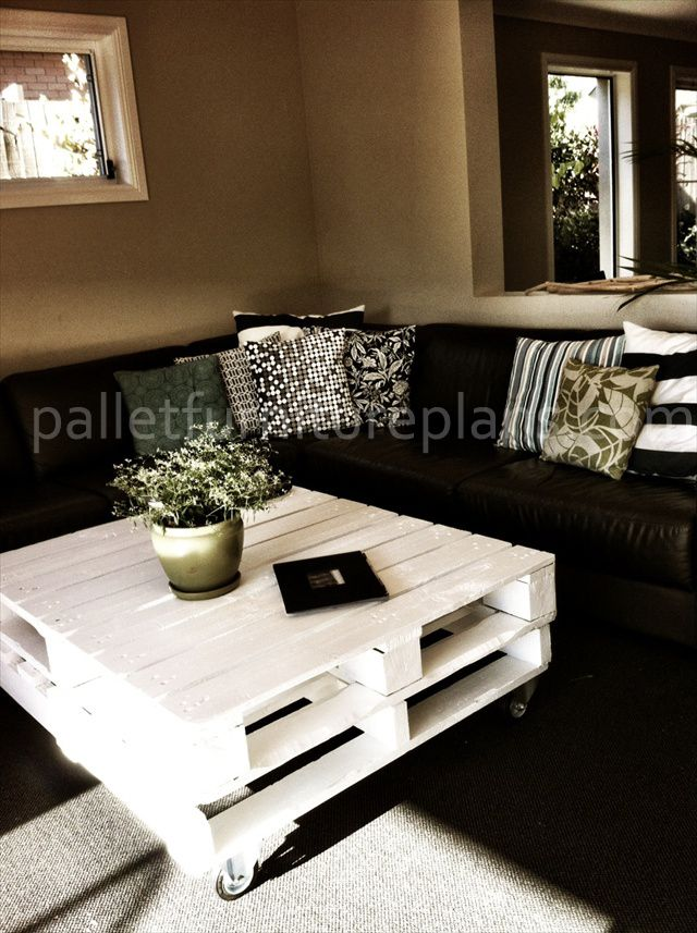 1000 ideas about pallet coffee tables on pinterest for Pallet coffee table instructions