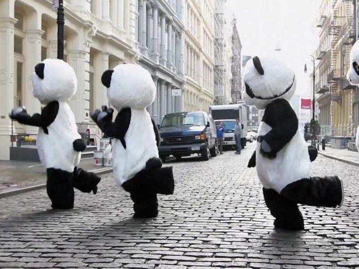 Видео Эта панда танцует   Клип с танцующей пандой  #fott #fottTV #dancingpanda #Netflix  https://fott.tv/2016/12/08/yeta-panda-tancuet/