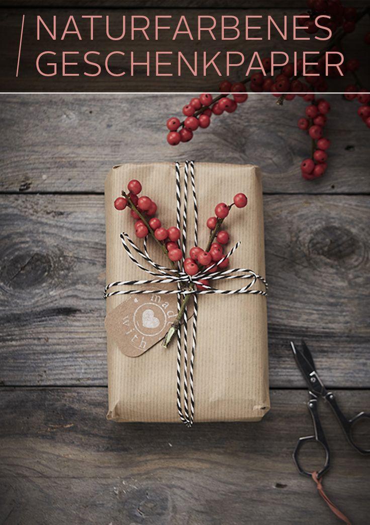 Wunderbar schlicht und so richtig schön oldschool! Kraftpapier ist eine tolle Möglichkeit, Geschenke ganz zurückhaltend zu verpacken – oder mit Aufklebern, Bändern und anderen Accessoires erst so richtig in Szene zu setzen. Packs ein!