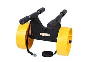 Artistic V-Cart Carrello per Canoe e Kayak, colore: nero/giallo Originalità di questo carrello risiede nel fatto che può trasportare senza distinzione le canoe e kayak, autovideurs o tradizionali, di mare o di fiume. È molto versatile perché può anche trasportare il tuo tagliere a vela, surf, ecco un carrello molto compatta, molto resistente ma anche insubmersible. Viene fornito con una cinghia di 3 metri. Dimensione operativa: L 63 cm x L 39,5 cm x h 43,5 cm - Dimensione smontata: L 36 cm x…