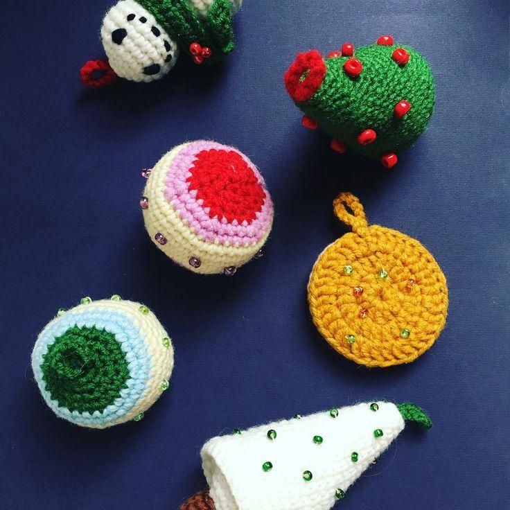 10 отметок «Нравится», 1 комментариев — Verushka Dolls (@verushka_dolls) в Instagram: «In a Christmas mood. #crochet #crochettoys #crocheting #christmasiscoming #chrismasdecorations…»