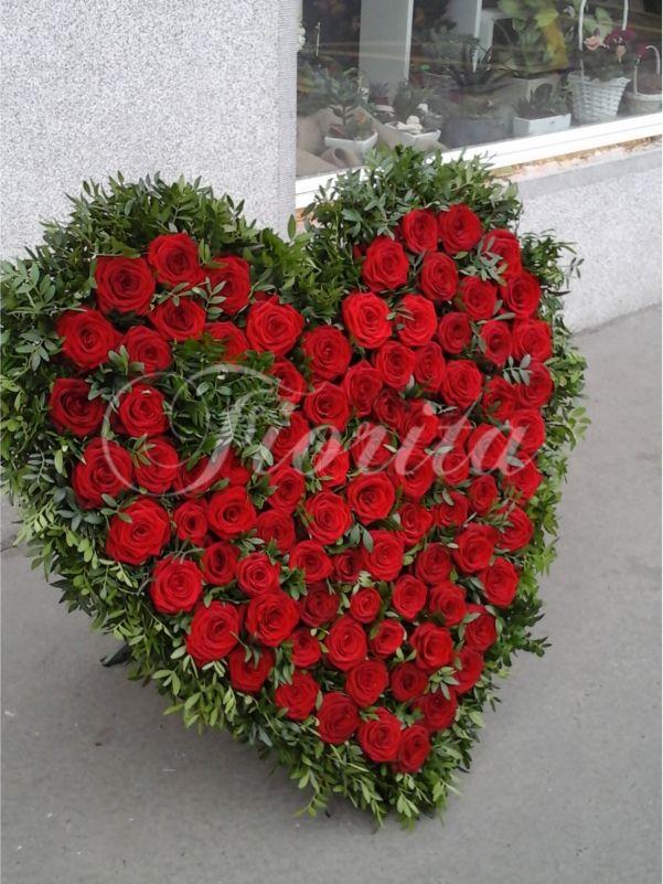 Smuteční srdce cca 75 cm z růží