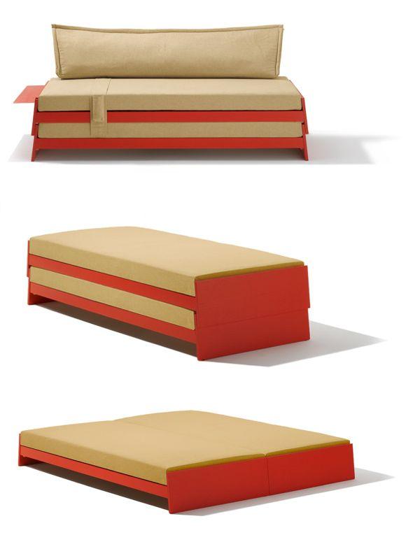 Die Idee so einfach wie genial. Betten stapeln?  Einfach Kopf- und Fußteil schräg stellen …  Für das Kinderzimmer gestapelt als Bett und  Couch. Und wenn der Schulfreund kommt, wer-  den aus den Betten übereinander ruck zuck  zwei nebeneinander. Das Stapelbett aus dem  Kinderzimmer wird für den Lehrling oder  Studenten in der ersten eigenen Bude zum  Raum sparenden Allround Möbel. Es ist  nämlich auch ein vollwertiges Doppelbett  für Erwachsene.