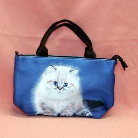 Sac à mains petit modèle en tissu avec motif chaton blanc sur fond bleu. Anse en tissu. Plusieurs pochettes de rangement à l'intérieur.   Dimension : 20 cm x 32 cm