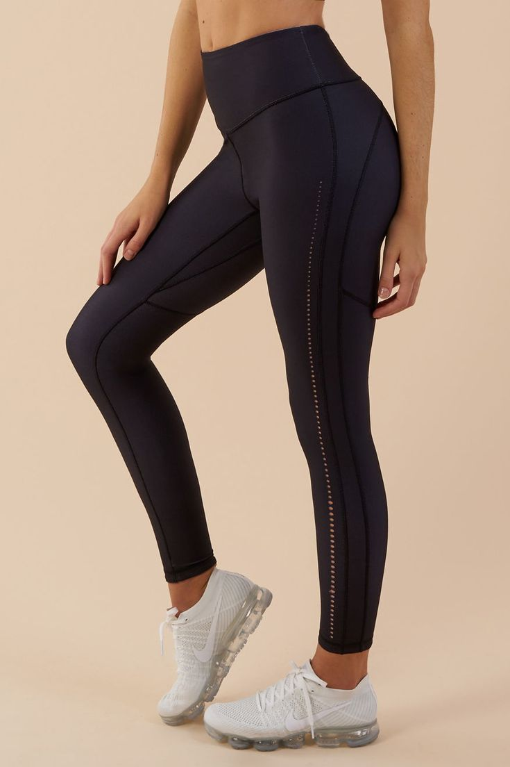 The subtle perforated pattern of the Gymshark Reversible Contrast Leggings adds an element of breathability. Coming soon in Black and Light Grey Marl.