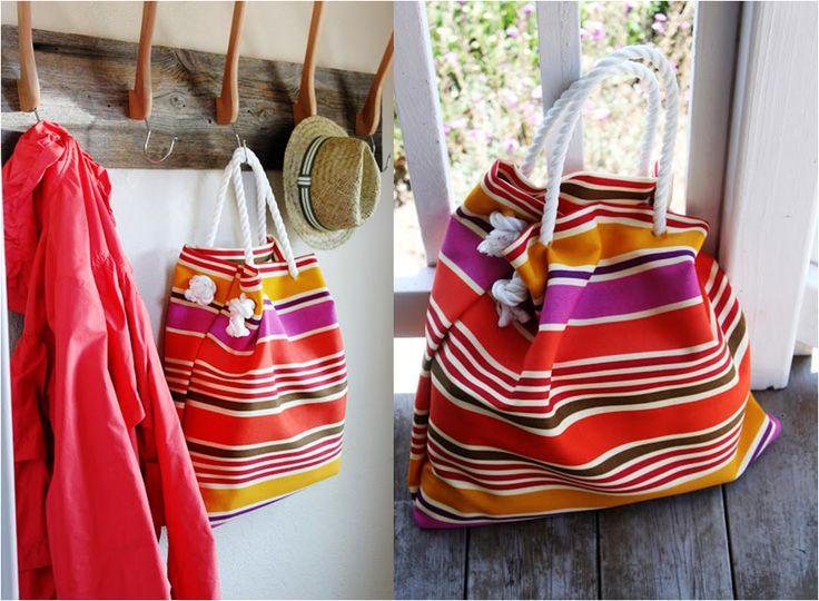 El #DIY de hoy es ideal para estas vacaciones de verano y además es fácil de hacer. Es perfecto porque podrás diseñar tu bolso de playa y llevarlo a cualquier lado. Necesitarás: Tijeras. Grapadora. Grapas. Cinta adhesiva. Cuerda gruesa. Tela de colores. Listo… Ahora dale un toque chic a tus #looks de verano y luce tu propia #beachbag !!!  http://mariamare.com/blog/index.php/beach-bag/