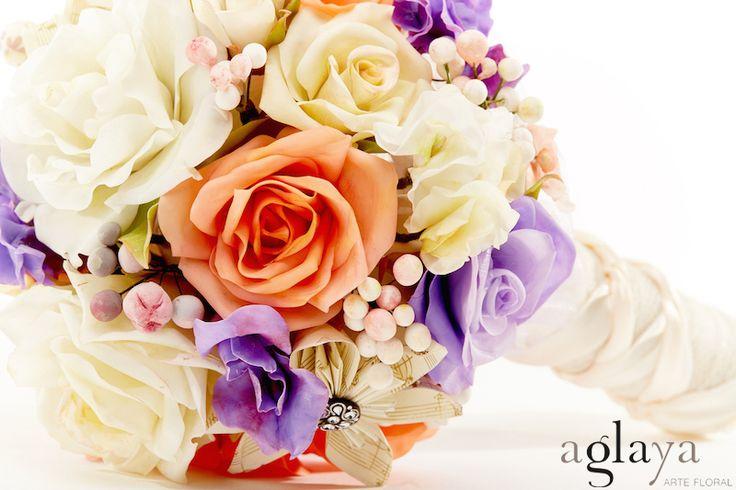 Ramo de flores para novias e invitadas de boda. Las flores de Aglaya están hechas a mano con pasta moldeable y una antigua técnica japonesa para que perduren para siempre como el primer día.