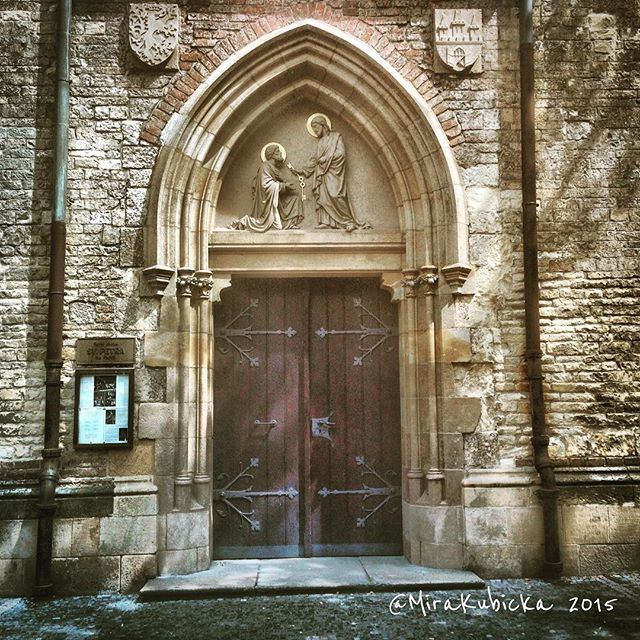 #door #church #heritage #history #design #display #gothic #saint #santa #stone #sculpture #detail #czech #czechia #czechrepublic #cz #czechdesign #czdsgn #portaseportoes #česko #české #českárepublika #iprague #praguestreets #oldtown #praha #prague #praga