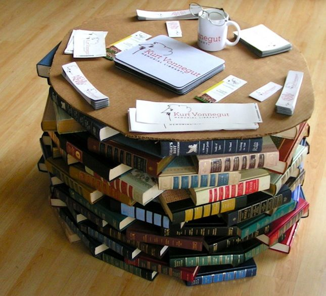 5 repurposing ideas for old books- everything from Bathtub to Lamp