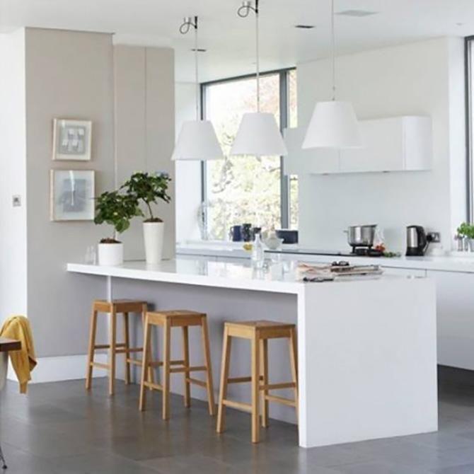 Te contamos cómo puedes crear una barra de desayunos para comidas informales o tener office en un espacio pequeño.