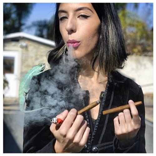cigar girl: Cigars Art, Mis Cel La Ne Thoughts, Cigars Girls, Extra Boards, Boards Stuff, Cigars Ladies, Smoken Hot, Cigars Lady, Smoke Girls