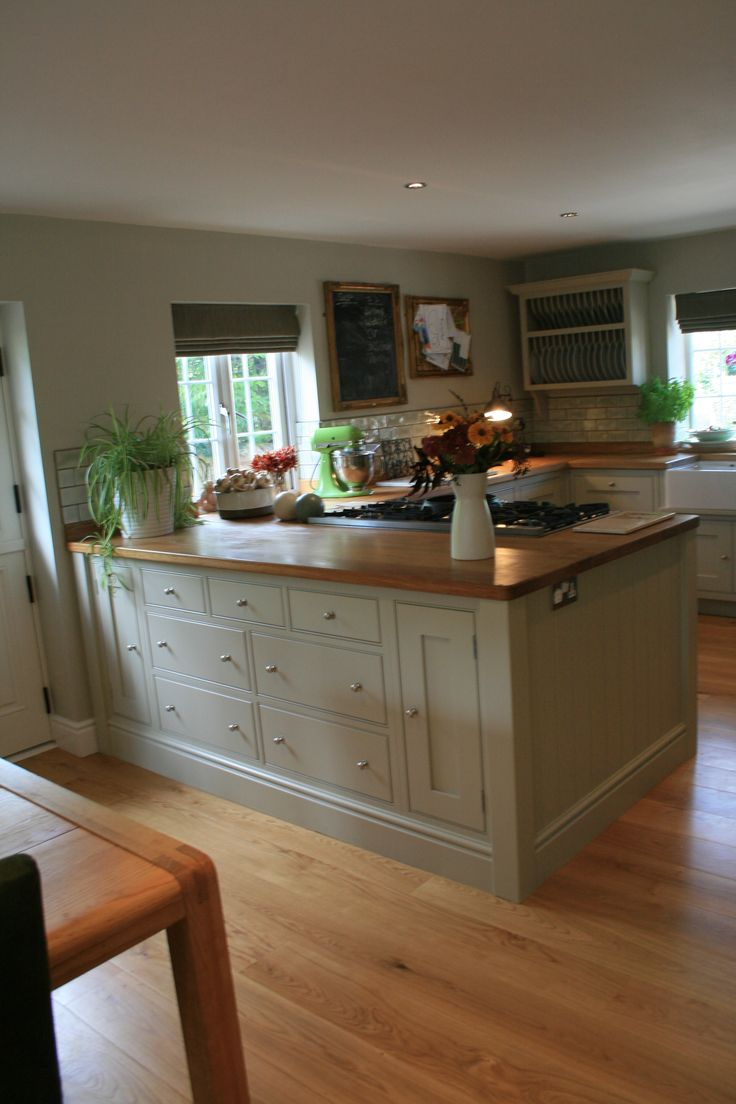 Aberford Handmade Kitchen painted in Farrow and Ball Old White