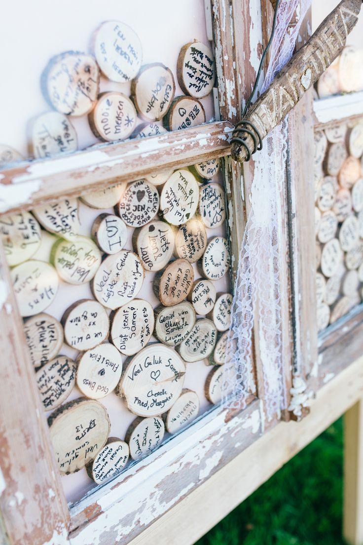 Alternative Guestbook - Wood Slice - Vintage - Window - Wedding Shop hem hier op www.brisked.nl, de Nederlandse webshop voor gepersonaliseerde houten producten voor bruiloften.