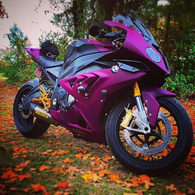 Ein wirklich ausgefallenes #bike, bestimmt was für die Mädels unter euch oder ;) Foto von @beeeamerbandit #bmwmotorraddeutschland #bmw #motorrad #s1000r #doppelr #lila #pink #spezial #lackierung #fanpic #bikergirl #mädchentraum – Iris Avdovic