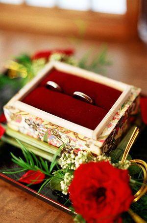 高級感ただよう、美しいリングピロー。元々リングが入っていた桐の箱に和柄を貼り作ってあるそう!