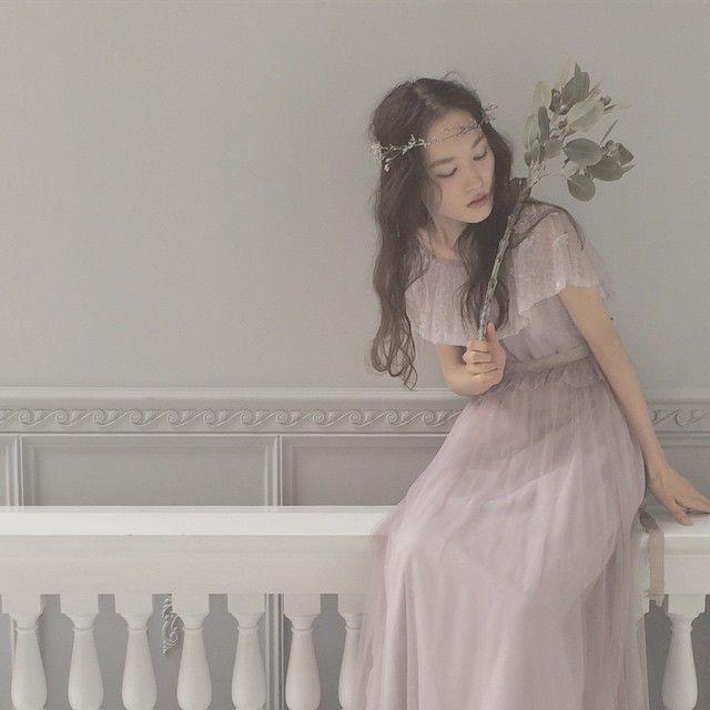ブルーファンタジアの冠 ずっと合わせてみたかった繊細な冠です やっぱり可愛いかったので今度お客様にもご提案します* #weddingdress #wedding #ウェディング #ウェディングドレス #maisonsuzu