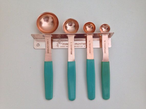 Lime Pink Purple Turquoise Cottage •~• vintage MCM Magic Hostess pink-copper measuring spoons and holder