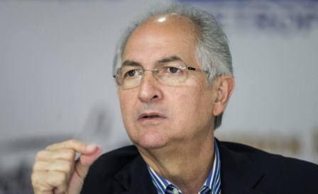 """Saime impide reencuentro de niños con sus padres en Perú -  Antonio Ledezma, ex alcalde metropolitano, condenó que el Servicio Administrativo de Identificación Migración y Extranjería (Saime) impidiera viajar a 130 niños venezolanos a Perú para reencontrarse con sus padres. """"Deploramos el atropello y secuestro deniños venezolanos que tienen a sus padres... - https://notiespartano.com/2017/12/16/106885/"""