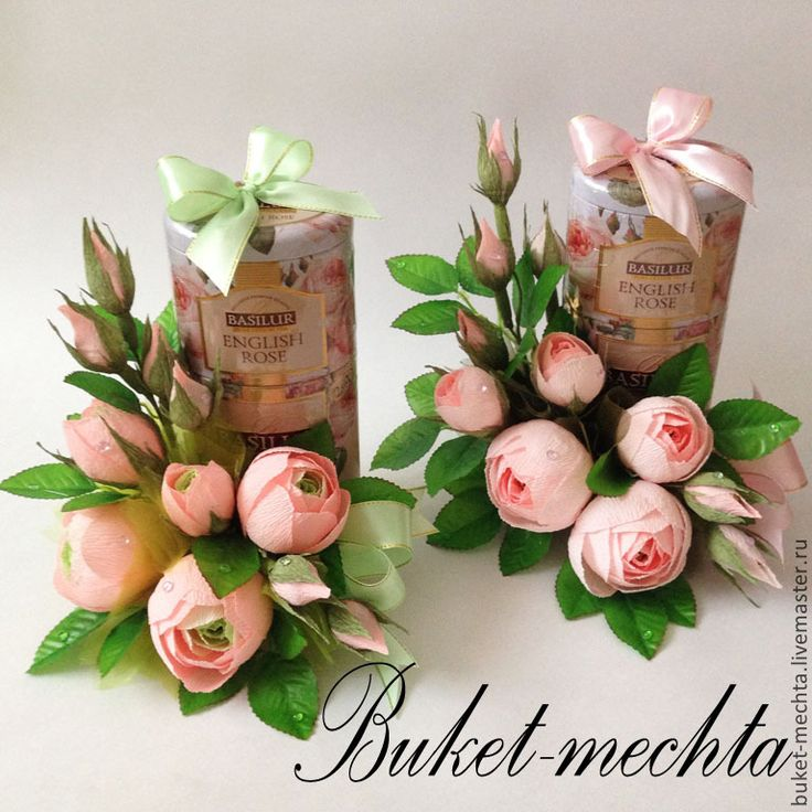Купить или заказать Букет из конфет, букет из роз - ''Английские розы'' в интернет-магазине на Ярмарке Мастеров. Оформление замечательного чая Basilur розами с конфетами фундук в шоколаде. Подарок 3в1, цветы, конфеты, чай. Такой подарок будет иде…