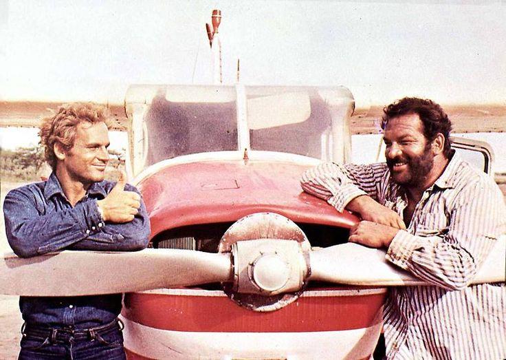"""""""Ohne Heu kann das beste Pferd nicht furzen"""" - eine der großen Wahrheiten aus """"Zwei Himmelhunde auf dem Weg zur Hölle"""" von 1973. Spencer und Hill spielen Piloten, die alte Maschinen absichtlich zu Bruch fliegen."""