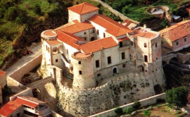 Il castello Pandone di Venafro, Molise. 41°29′00″N 14°03′00″E