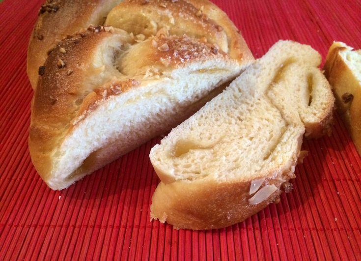 brioche con lievito madre a forma di treccia farcita con marmellata o Nutella