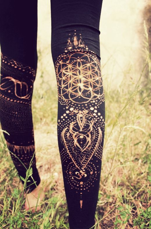 Use a bleach pen to add your own designs to leggings!!!! How have I not thought of this!!!!