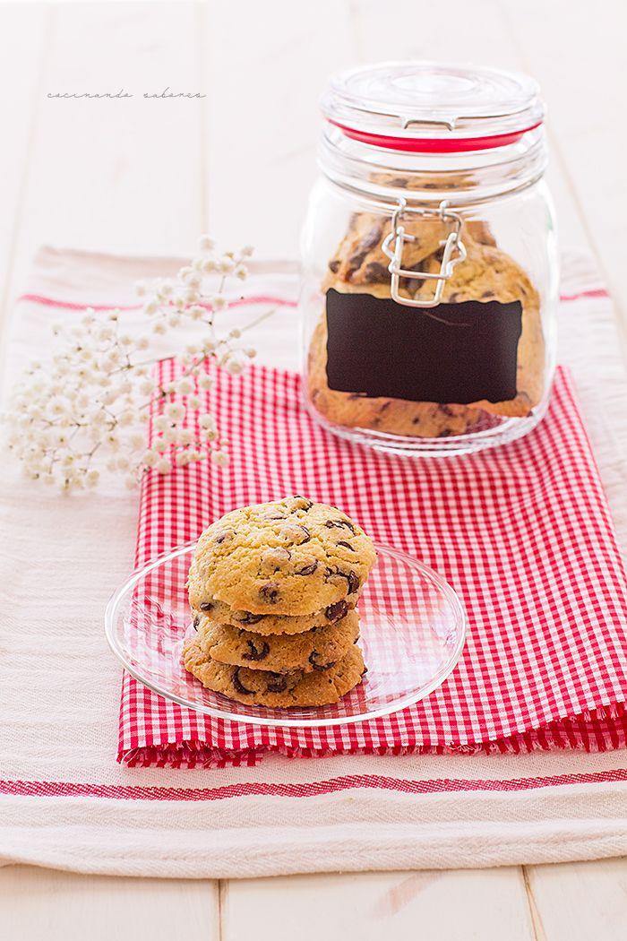 A partir de hoy vais a poder encontrar una nueva sección en el blog, recetas preparadas en tan solo 10 minutos o menos.Comenzamos con unas deliciosas galletas chips de chocolate se preparan en tan solo 10 minutos y el resultado es espectacular, si las coméis cuando todavía están calientes…