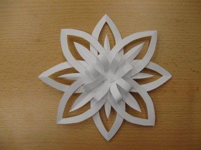 Květ z papíru - překládání, stříhání, lepení