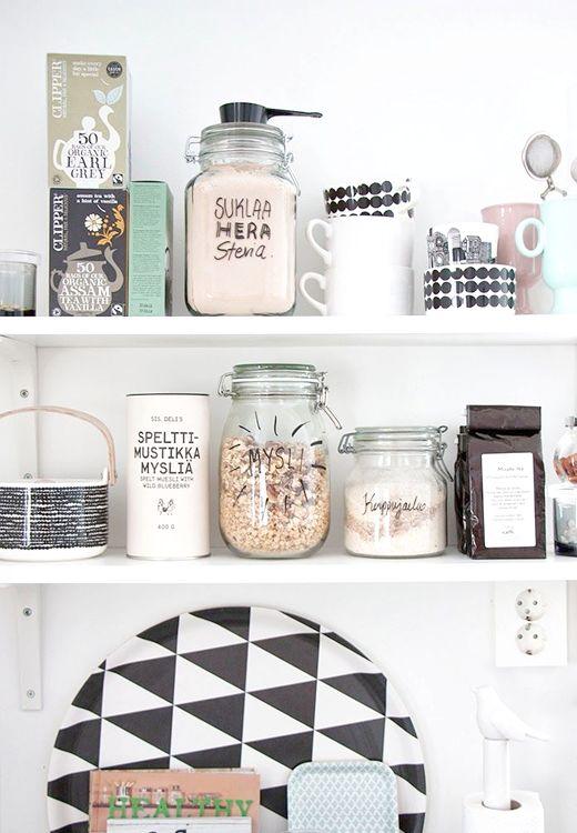 kitchen organising - handwritten on mason jars for your granola