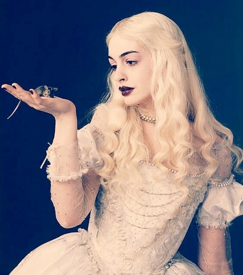 Anne Hathaway - Mirana, the White Queen (Alice in Wonderland)