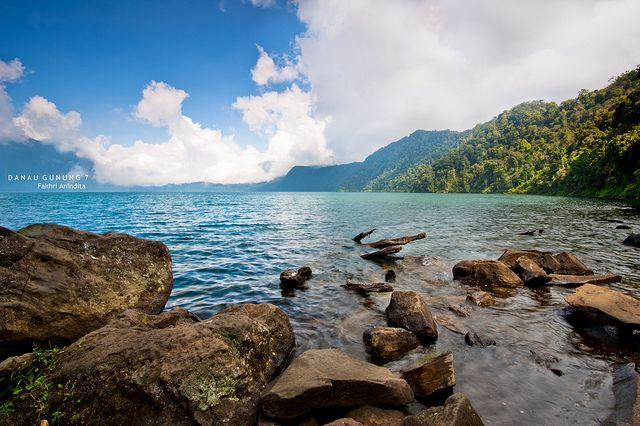 Lake of Gunung Tujuh, the highest lake in South East Asia. by: Fakhri Anindita (Flickr: Fackri.a)