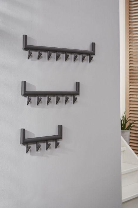Home interior lights / ONLINE SHOP : click on this LINK ( www.rietveldlicht.nl ) Verzendkosten gratis . Showroom winkel . Klik 2 keer op de foto voor een hele grote foto . Wandkapstok in een strakke vormgeving. Deze moderne kapstok is gemaakt van metaal, uitgevoerd in donkergrijs mat gepoedercoat staal. Dit model is voorzien van vier kapstokhaken.  Door de eenvoudige, stoere vormgeving is deze goed toepasbaar in vele interieurstijlen.AFMETINGENtotaal:breedte: 40.00 cm