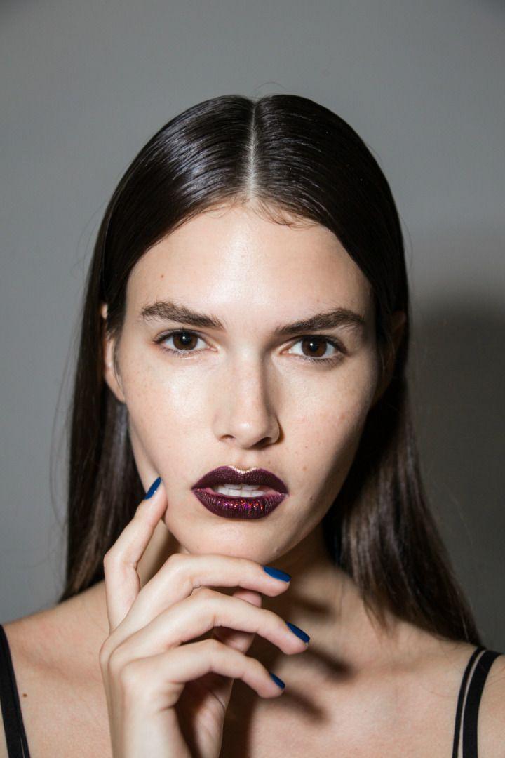 2017 İlkbahar/Yaz sezonunda tasarımcıların öne çıkardığı detaylardan biri de çarpıcı ve cesur dudaklar!  #HandeHaluk #ulus #zorlu #zorluavm #zorlucenter #makeup #makeuplook #makeuplover #lip #beauty #inspiration
