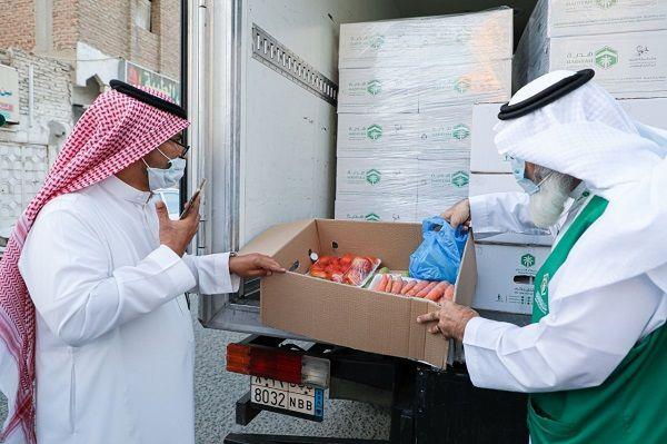 توزيع 200 سلة من جمعية هدية بـ طندباوي مكة Lab Coat