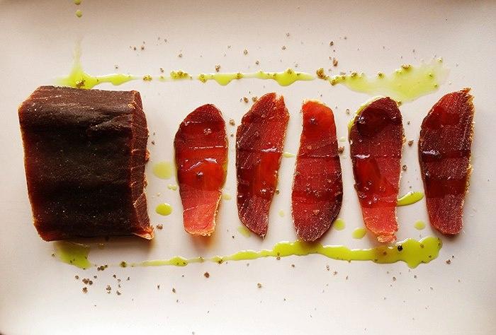 Muxama de atum - dried tuna - portuguese delicacy    suszony tuńczyk - portugalski delikates  http://sklep.smakiportugalii.pl/pol_m_ALL-MED-GOURMET-183.html