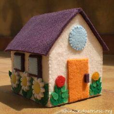 casetta pannolenci- felt house