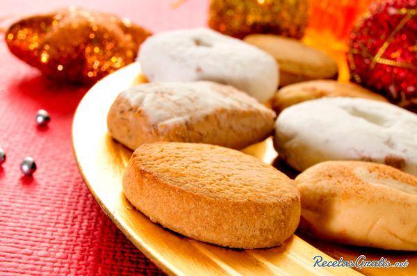 Aprende a preparar mantecados tradicionales con Thermomix con esta rica y fácil receta.  Durante la celebración de la Navidad hay determinados dulces que no pueden...