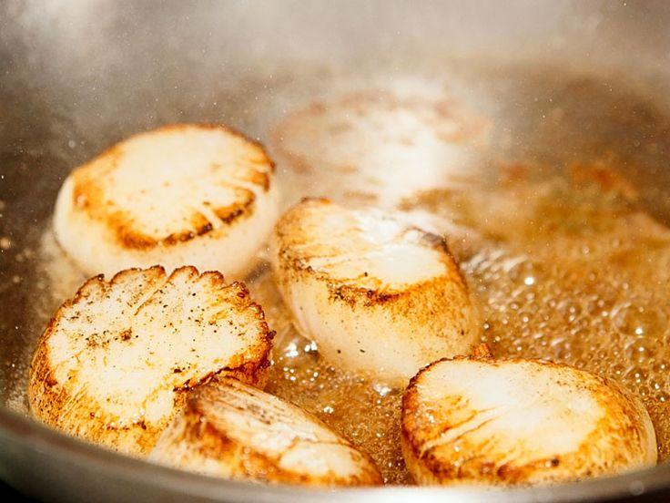 Jakobsmuschel mit cremiger Polenta  Die Aromen des Südens vereint auf einem Teller – ein Geschmackserlebnis.    http://einfach-schnell-gesund-kochen.de/jakobsmuschel-mit-cremiger-polenta/