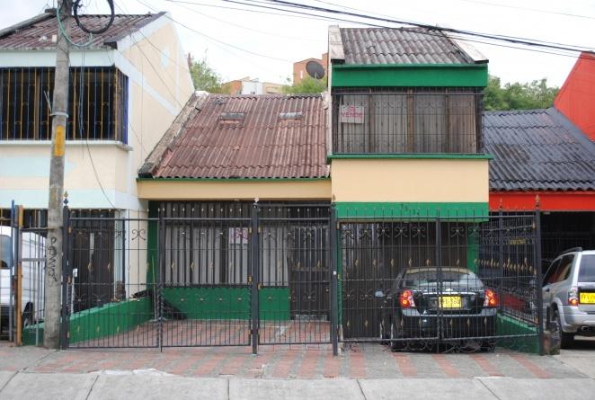Se vende casas muy bonitas en la av las americas con 23 (PEREIRA):  tienen 3 alcobas 4 baños sala comedor biblioteca cocina integral cuarto de servicio en area de... http://pereira.beddo.co/p/bienes-raices/apartamentos-casas-en-venta/se-vende-casas-muy-bonitas-en-la-av-las-americas-con-23-149