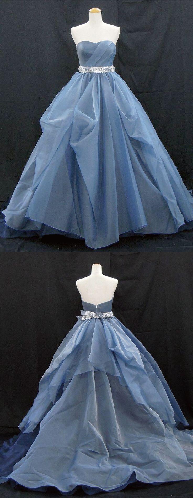 【新作ドレス】芦屋本店/プリンセスラインのカクテルドレスMilanda(ミランダ)。イタリア製のシルクオーガンジーとフランス製のリバーレースを使用しています。繊細で透明感のあるオーガンジーをスモーキーなブルーとネイビーに染め上げることで、深みのある美しいグラデーションを生み出しています。ソフトハートカットのビスチェに流れるようなドレーピング、スカートはシンメトリーにタッキングを施すことで動きを出しています。ウエストにはリバーレースを包んだビーディングベルトできらめきを!大人の可愛らしさを演出できるドレスです。